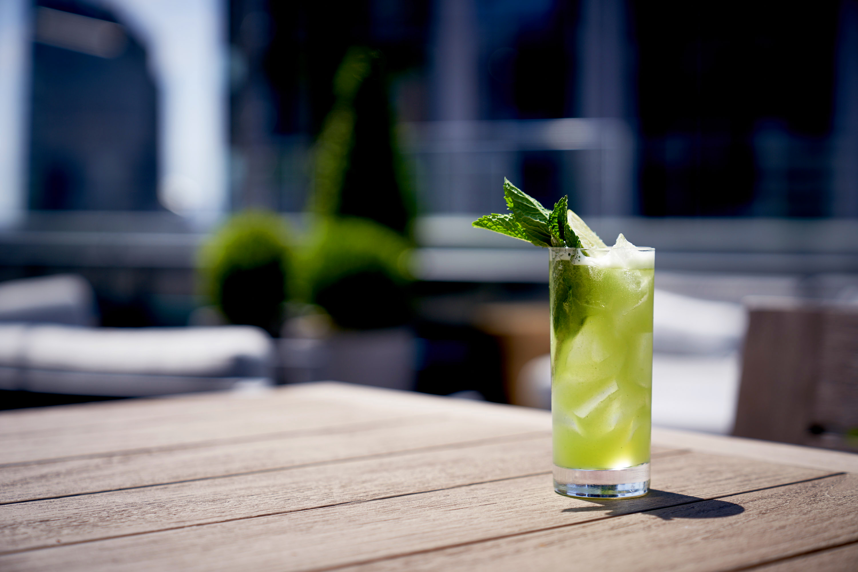 Get Sophisticated (and Intoxicated) at These Chic Bars in Midtown Manhattan!