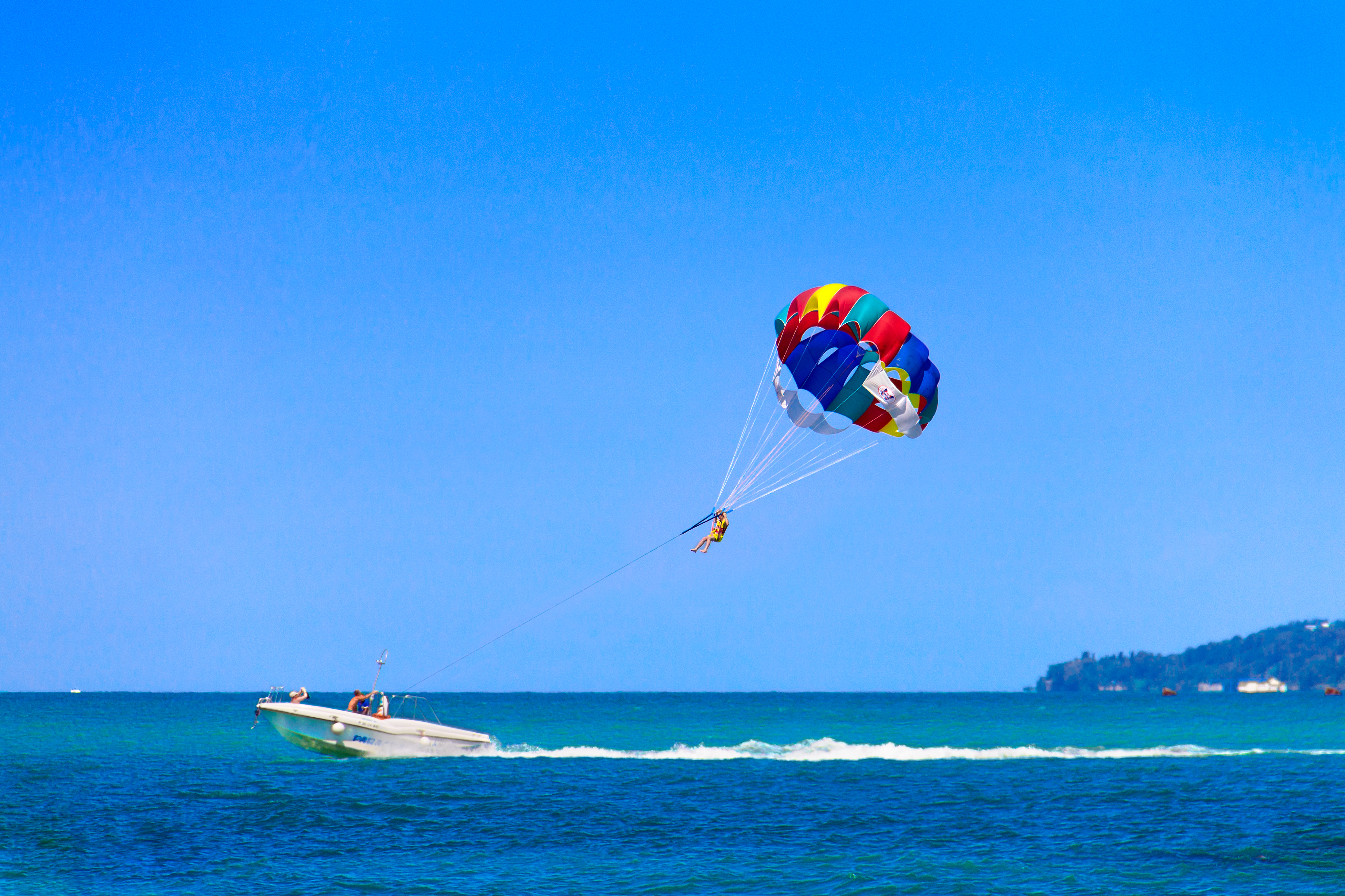 Here's How to Find the Best Parasailing on Miami Beach